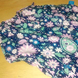 Fundo Marinho Estampa Floral Lilás Branca e Azul Claro